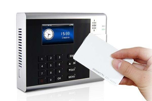 Mesin-Absensi-Kartu-RFID-Solusi-Tepat-untuk-Mencatat-Kehadiran